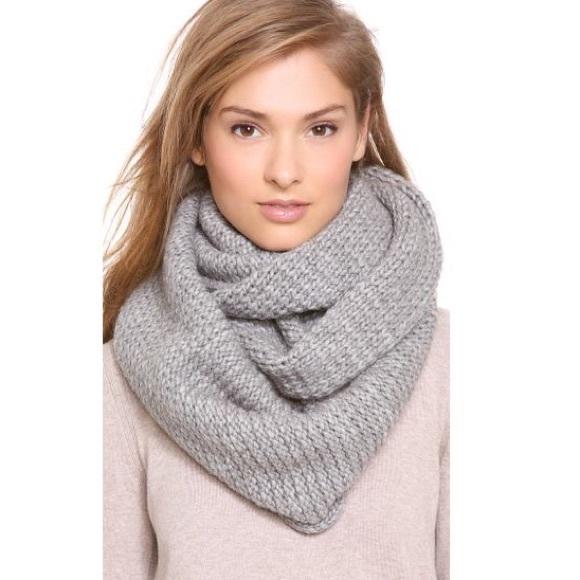 (SOLD) CLUB MONACO Wool Chunky Knit Infinity Scarf